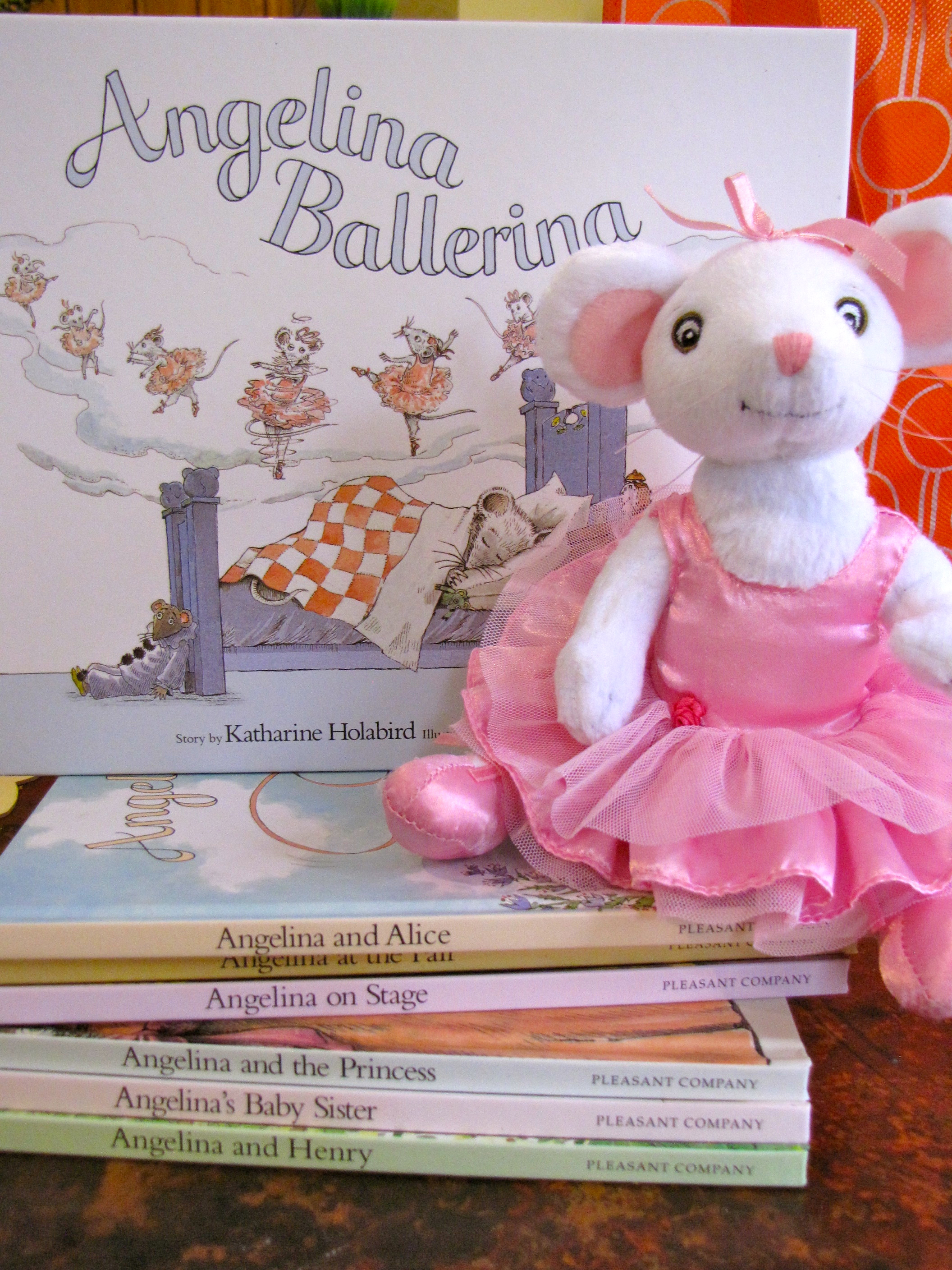 I have a 5 year old daughter who loves all things ballet. Thus, the idea  for Angelina Ballerina Week. I packed Mommy's Book Bag with some Angelina  supplies: ...